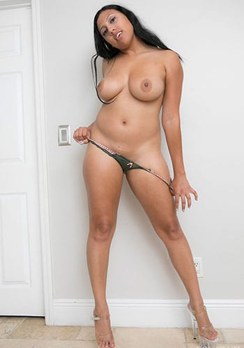 Sexy latina removes skirt